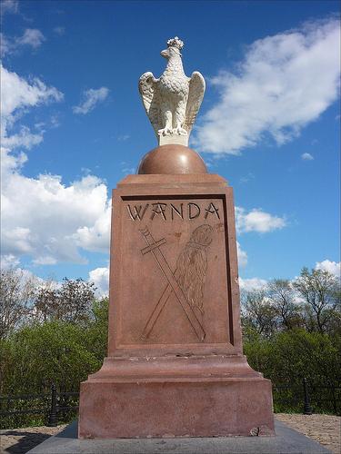 Tajemnice kopców - pomnik na kopcu Wandy